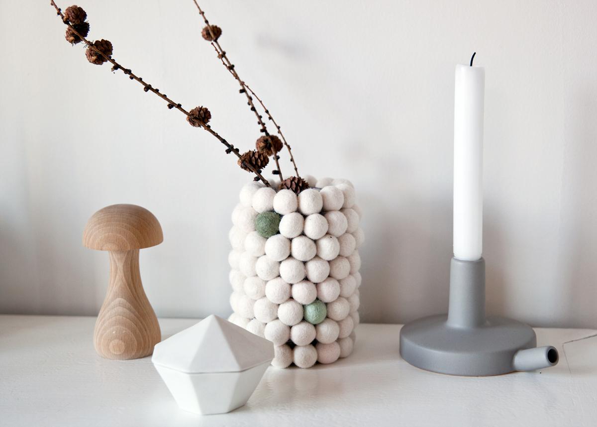 DIY dot-vase lag vase av filtkuler