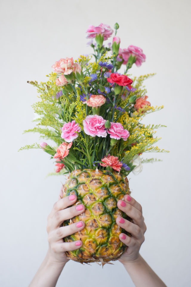 DIY_Floral_Pineapple_Centerpiece