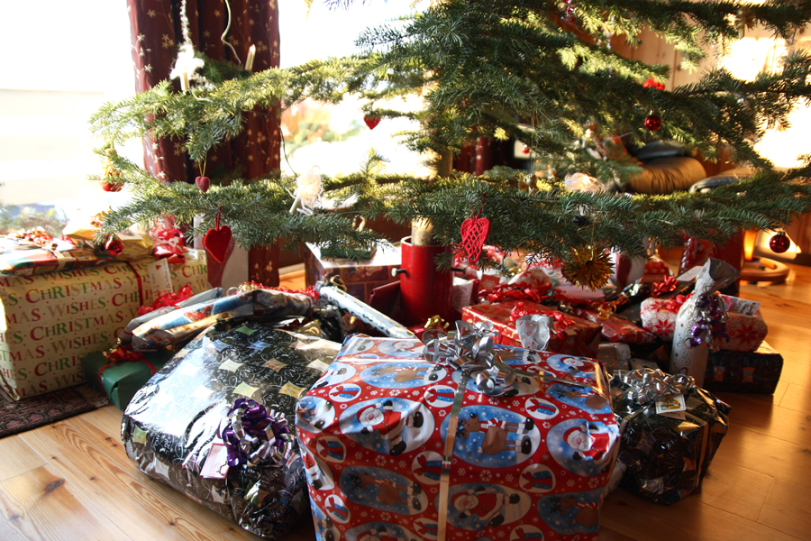 julegaver under treet