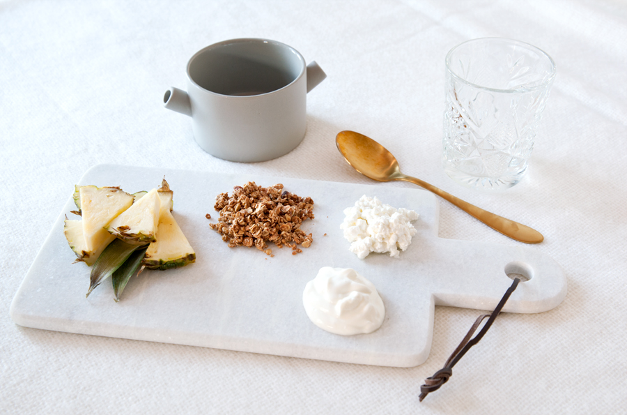 frokost yoghurt cottage cheese granola ananas