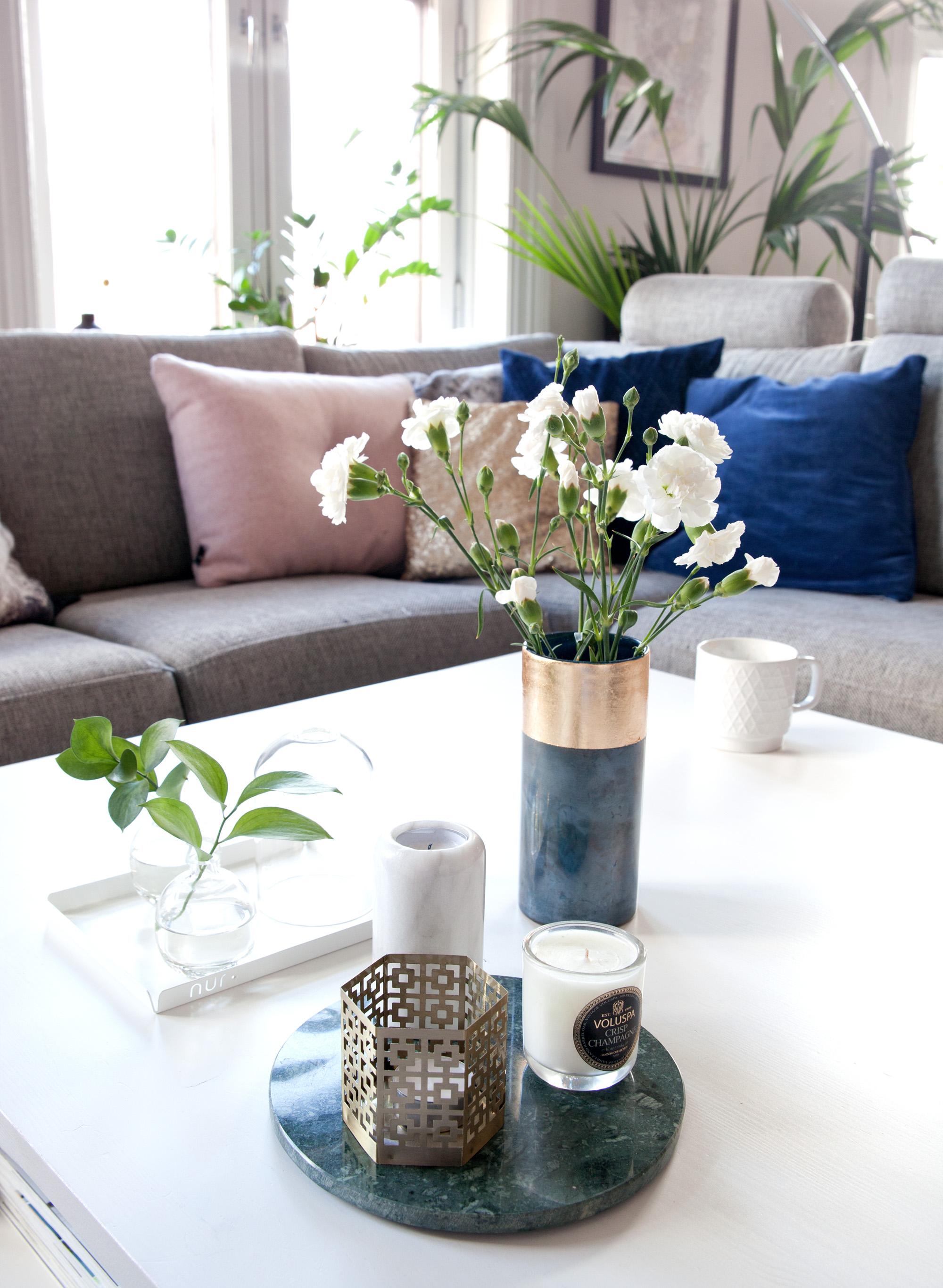 stilleben interiør stuebord