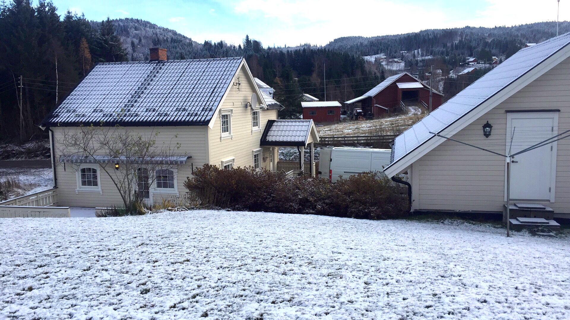 hus med snø