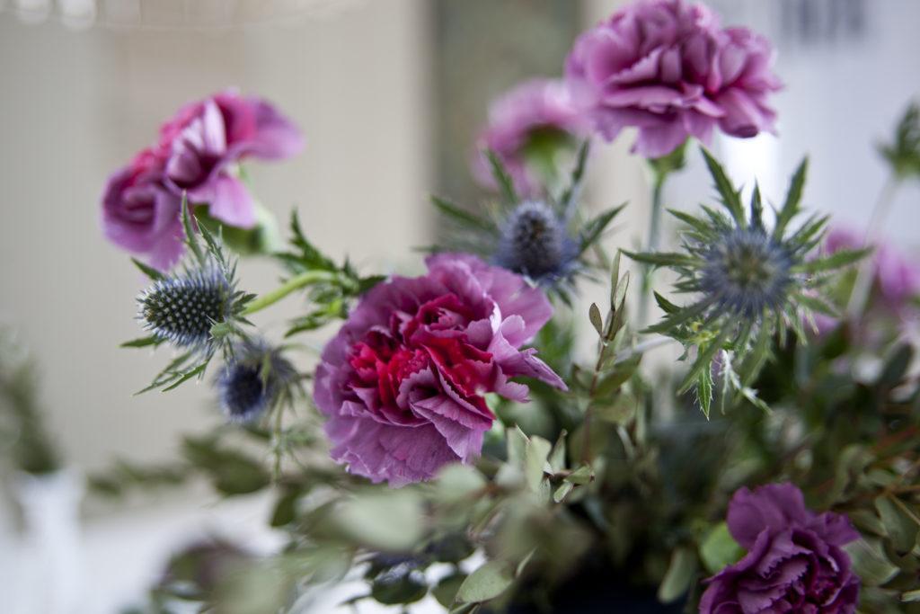 bugnende blomsterbukett
