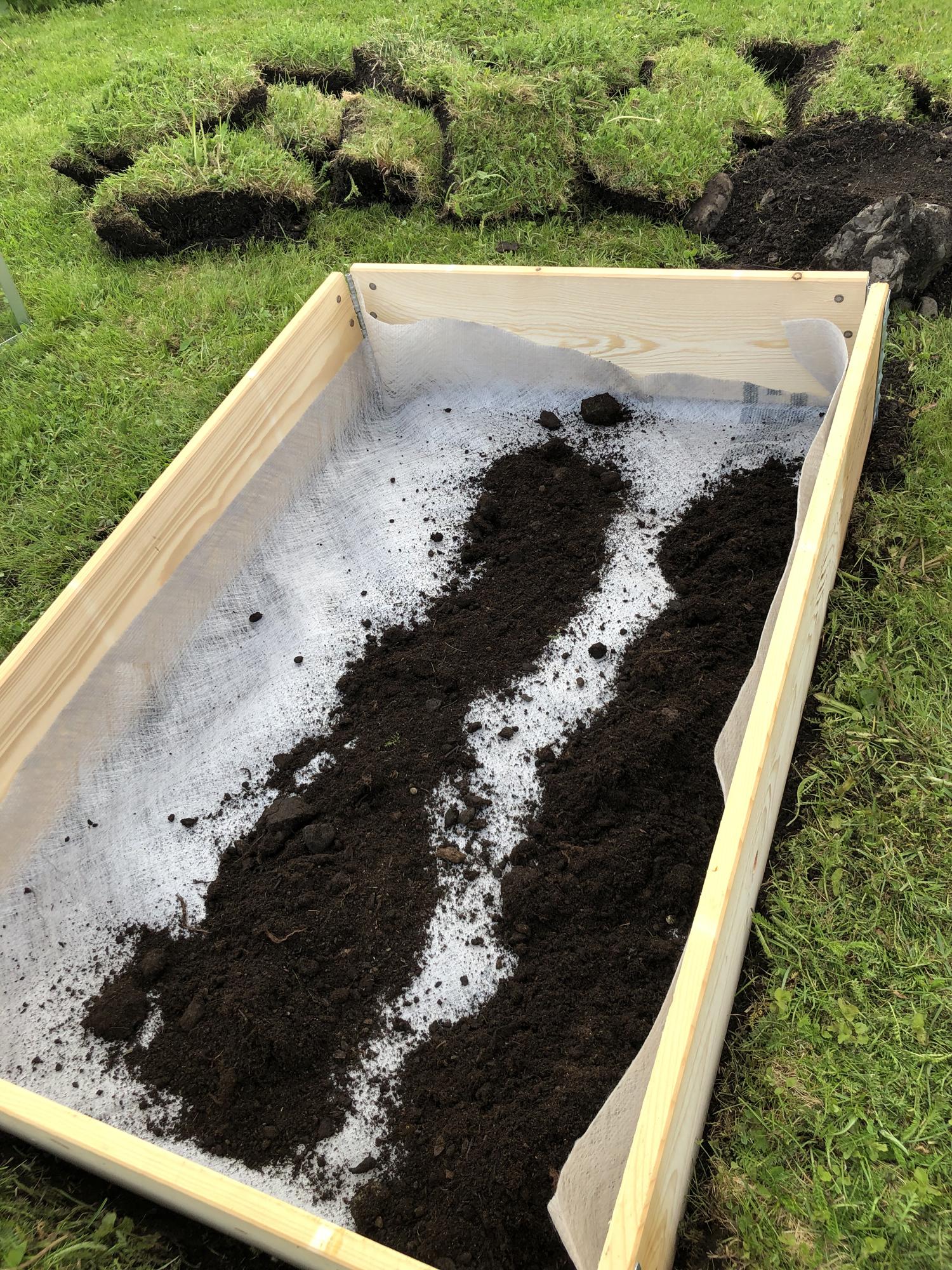 pallekarm med jord